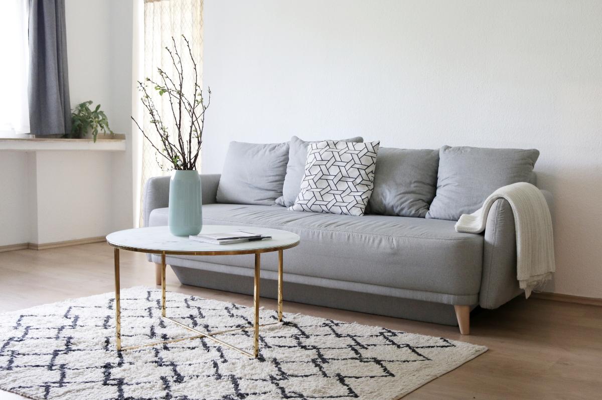 Mein Liebster Raum Ist Nach Wie Vor Mein Wohnzimmer, Was Hauptsächlich An  Meiner Couch Ecke Liegt. Ich Wollte Unbedingt Eine Große, Graue Schlaf Couch,  ...